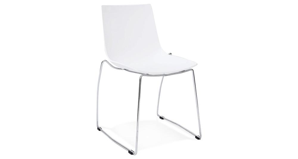 Chaise moderne blanche avec pieds luges en métal chromé Noah