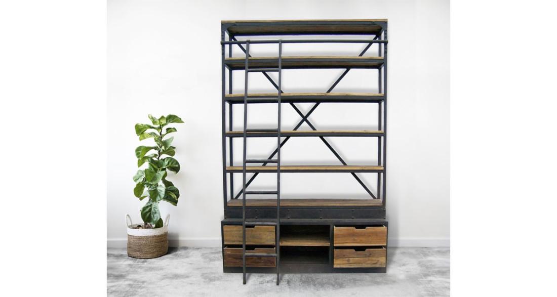 Deco Avec Une Echelle En Bois grande étagère industrielle en bois et métal noir avec