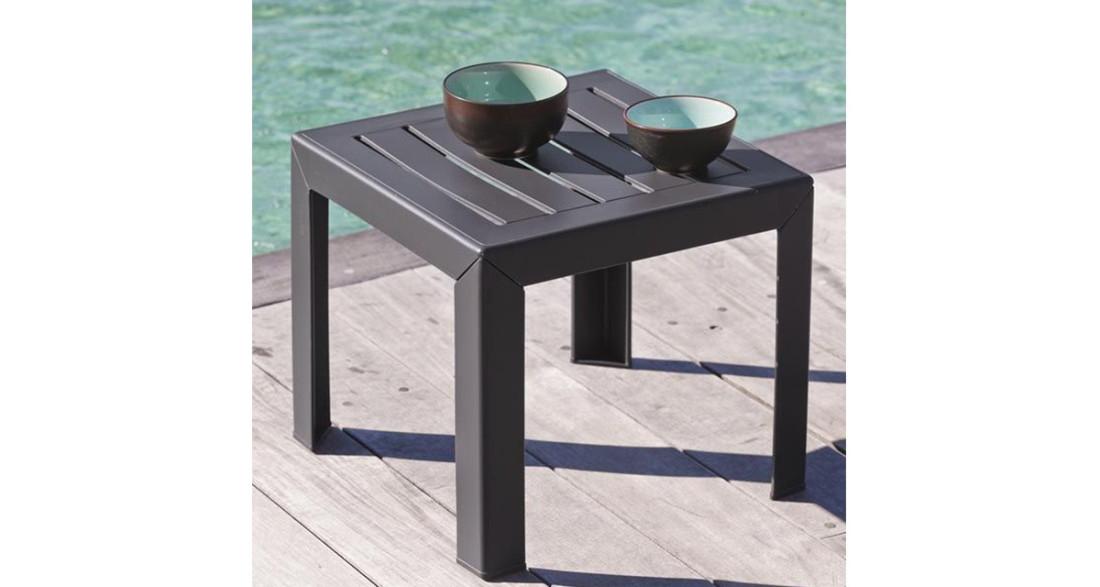 Table basse de jardin colorée carrée et empilable en résine ...