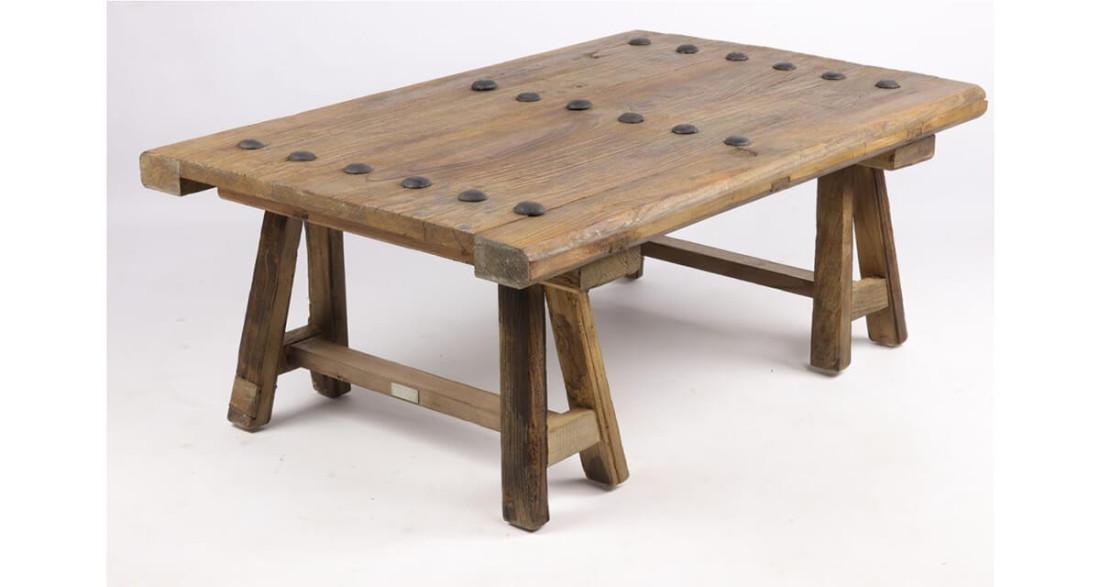 Table basse en bois recyclé sur tréteaux Parker School