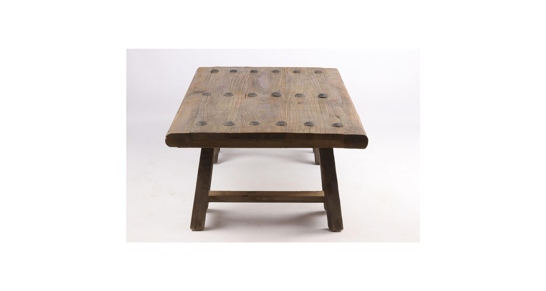 table basse en bois recycl sur tr teaux parker school. Black Bedroom Furniture Sets. Home Design Ideas
