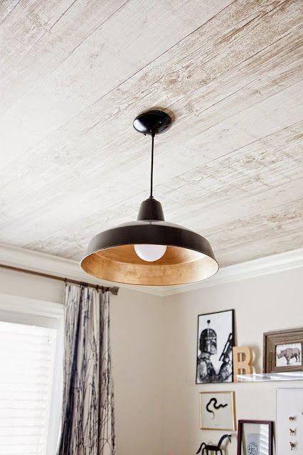 Papier peint imitation bois pour le plafond