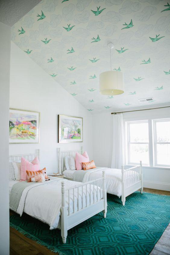 Papier peint ou tapisserie pour le plafond chambre enfant oiseaux