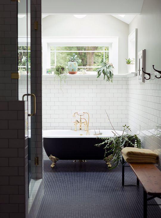 Baignoire noire vintage salle de bain design et moderne