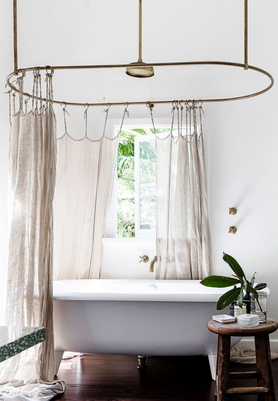 Rideau douche suspendu au plafond pour baignoire ancienne