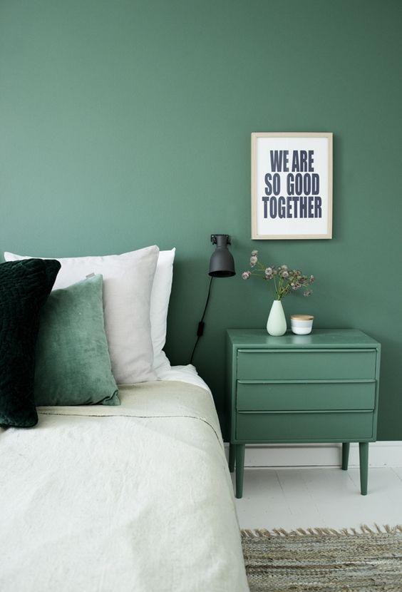 Commode peinte couleur mur table de chevet chambre à coucher