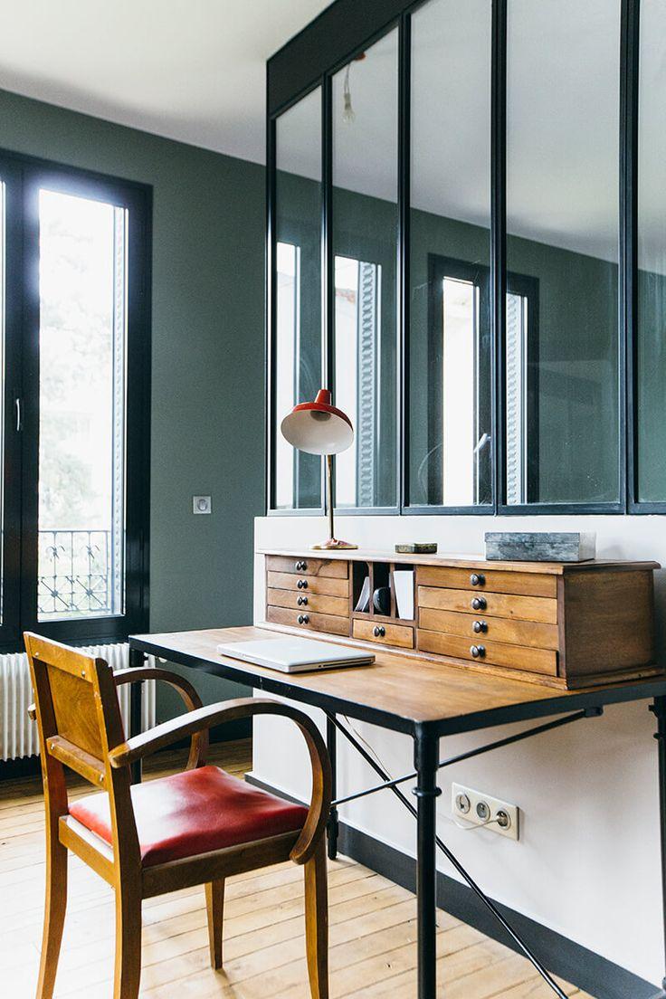 Bureau secrétaire avec petits tiroirs meuble de métier en bois, working space