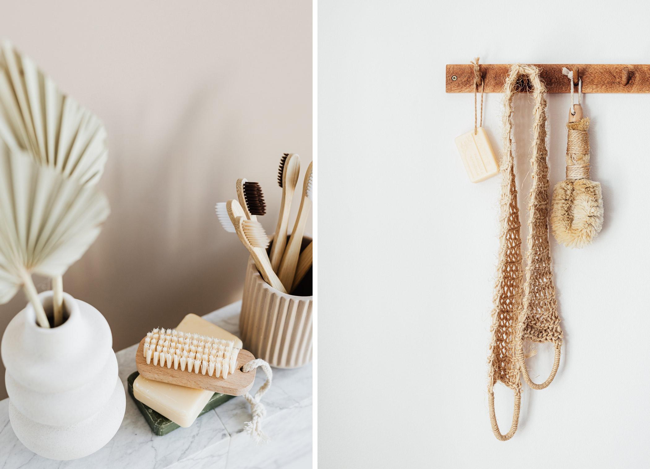 Accessoires en bois brosse et déco spa de salle de bain