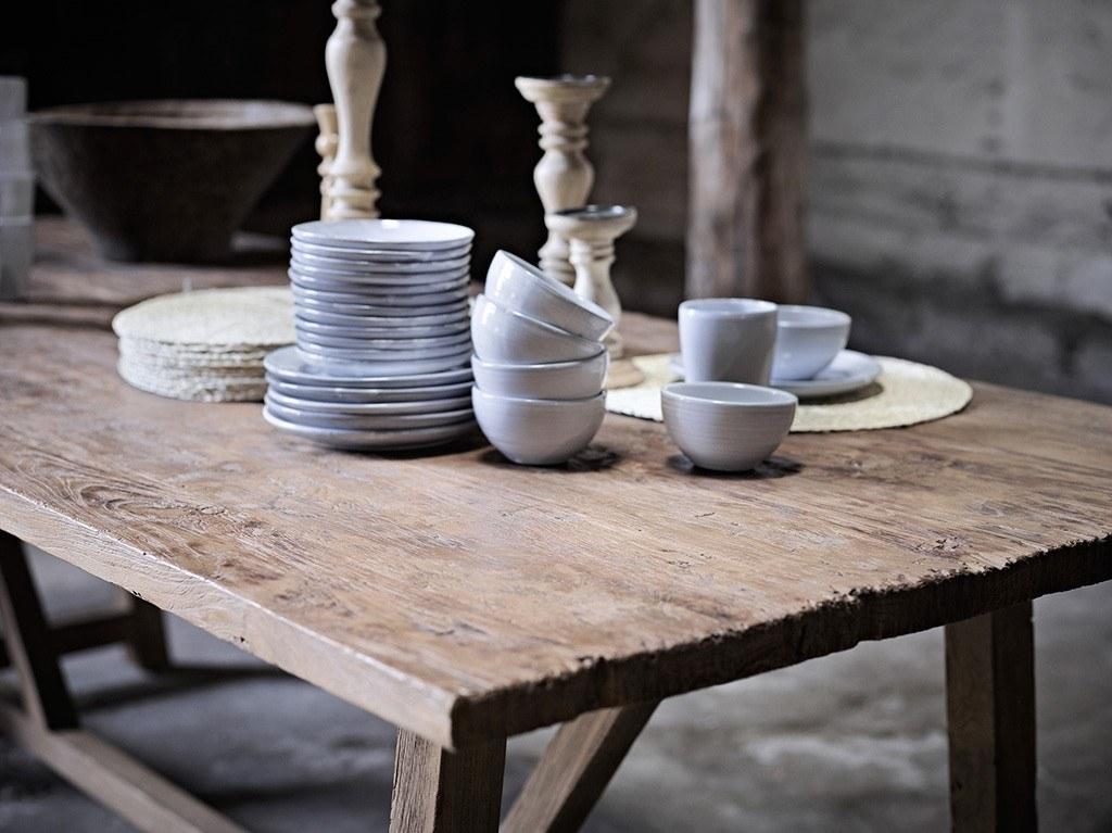Table en teck recyclé effet patiné vintage design danois