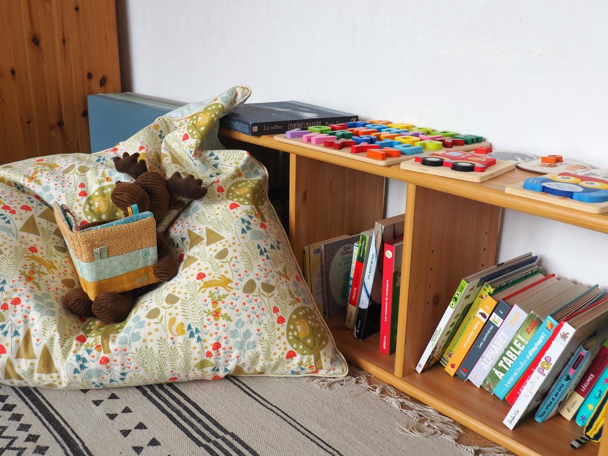 Coin lecture et temps calme avec pouf géant pour enfant dans la chambre