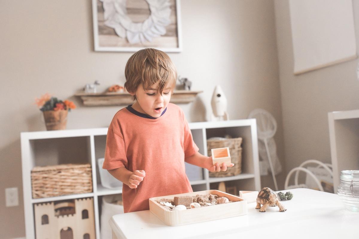 Etagères basses pour ranger les jouets à portée de main, Nido Montessori