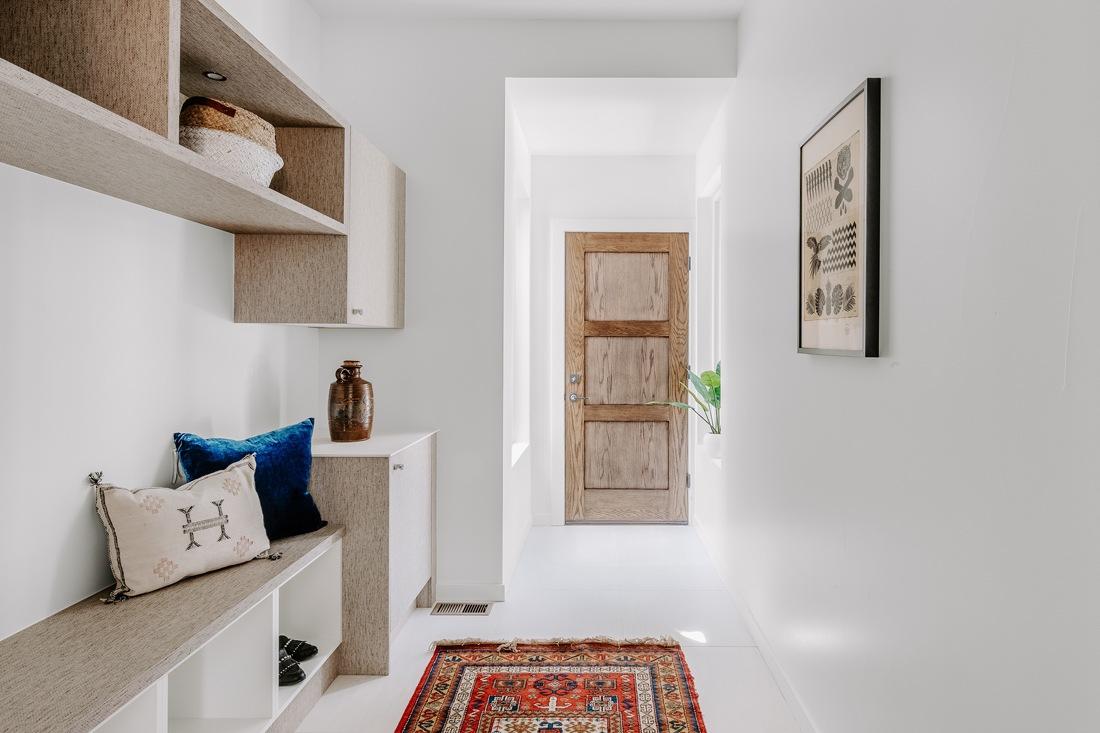 Tapis dans l'entrée ou dans un couloir : coloré et à motifs pour être moins salissant