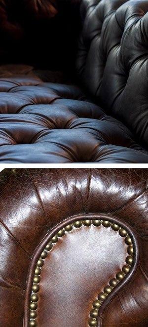 Cuir capitonné et clouté canapé Chesterfield finition tapissier