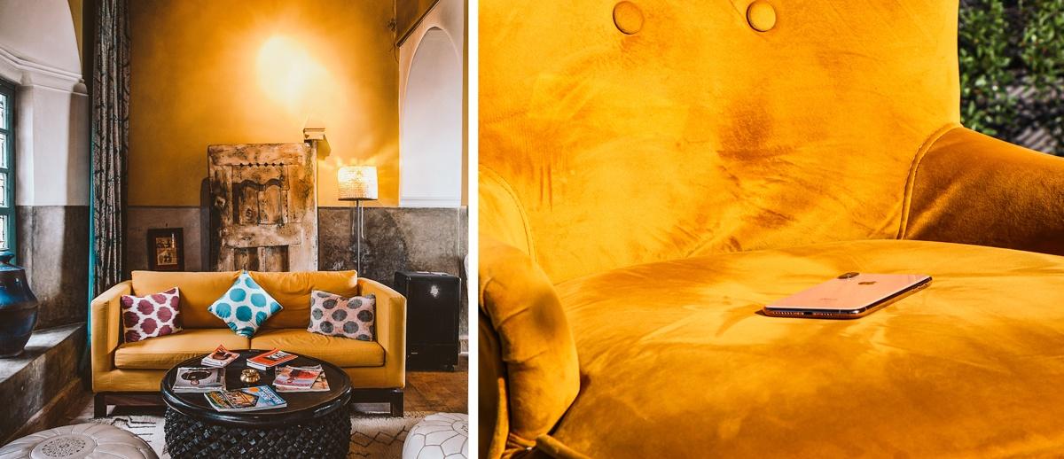 Jaune curry dans la déco : murs, canapé, fauteuils...