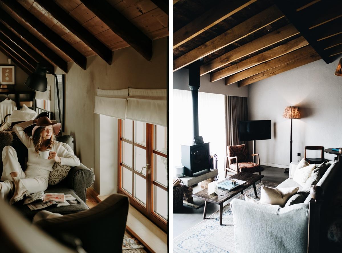 Plafond avec lambris et poutres