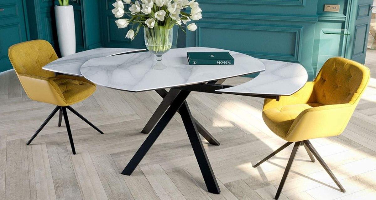 Table en céramique finition marbre, rallonge à ouverture synchronisée