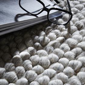 Tapis en laine, cuir, tissu, fausse fourrure...